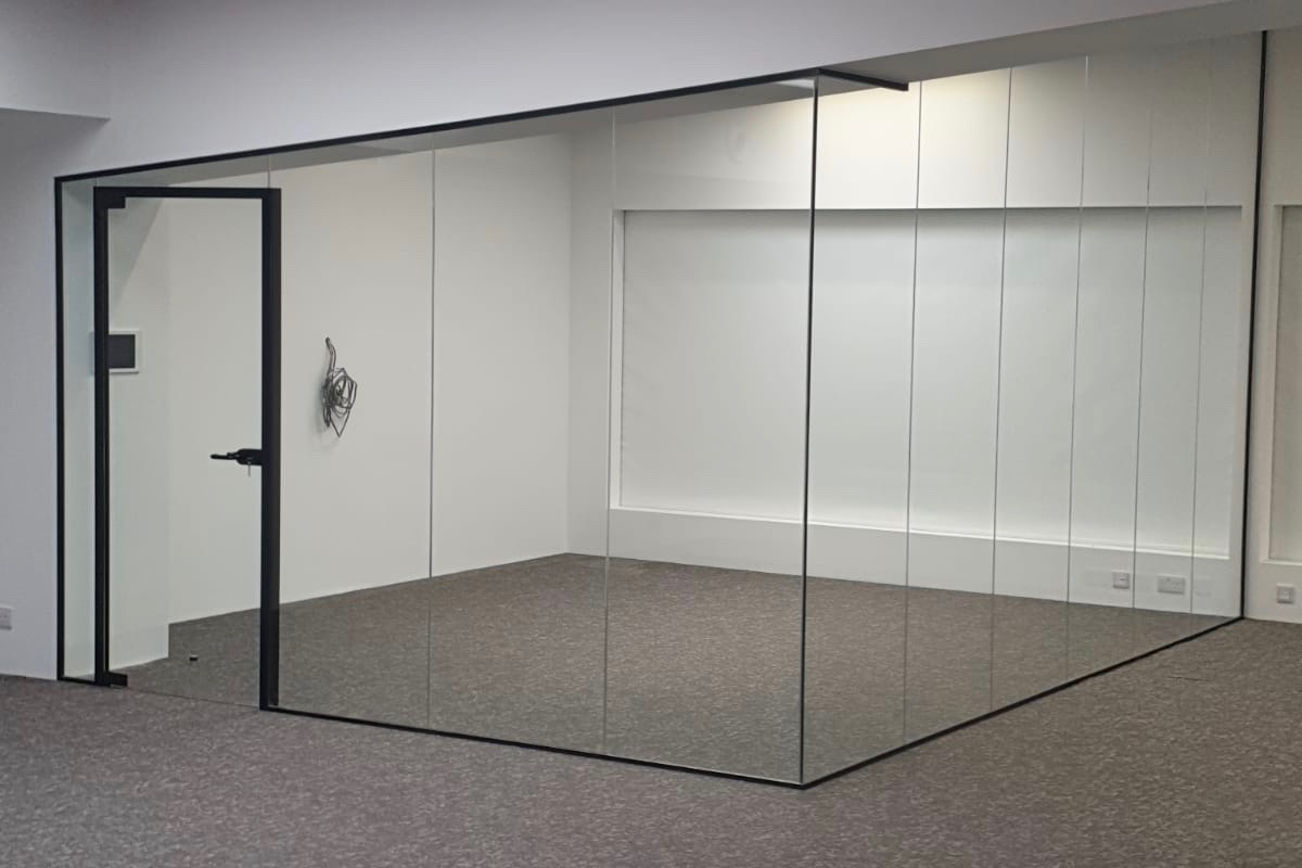 Nash Glass Single glazed partition frameless